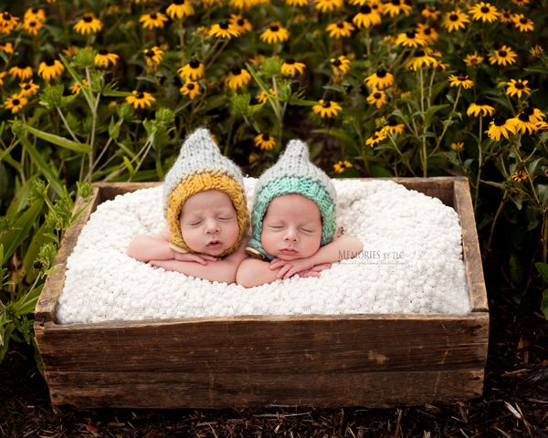 Top 5 secrets to successfully photographing newborns outdoors