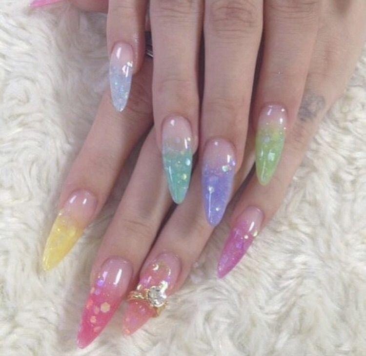 Resim Gutter Girl 11k Tarafindan Kesfedildi We Heart It De Kendi Gorsellerinizi Ve Videolarinizi Kesfedin Ve Kayded In 2020 Gel Nails Minimalist Nails Edgy Nails