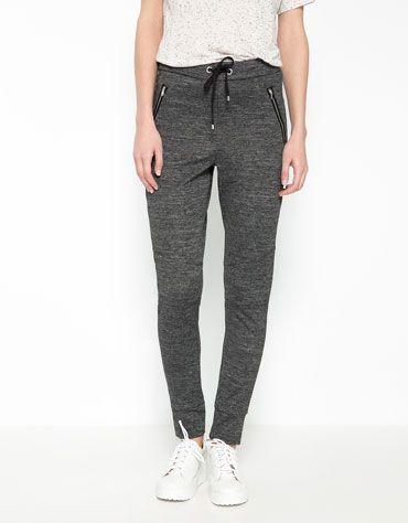 Se trata de los pantalones que llevo a la escuela. Está flojo y bueno para  la escuela. También se puede usar para hacer ejercicio. 1c0d383b4527