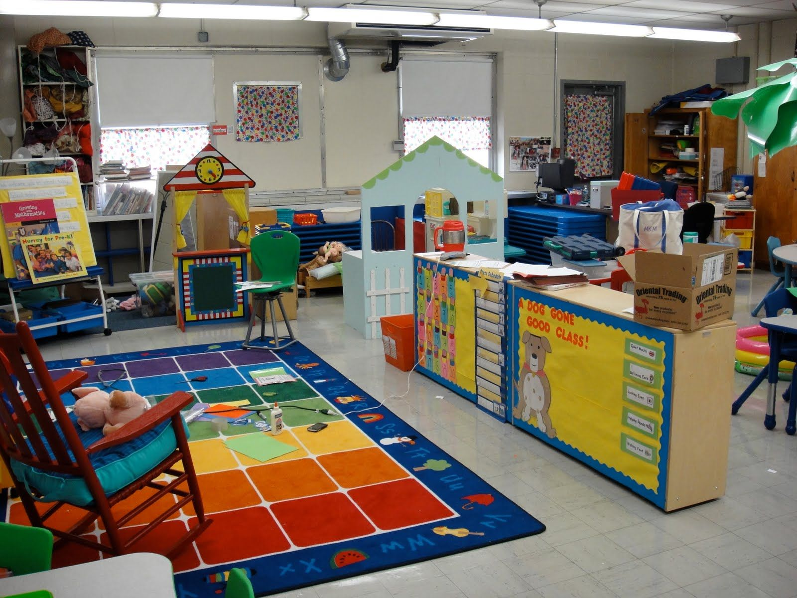 Classroom Design For Pre K : I love how they posted the schedule on back of