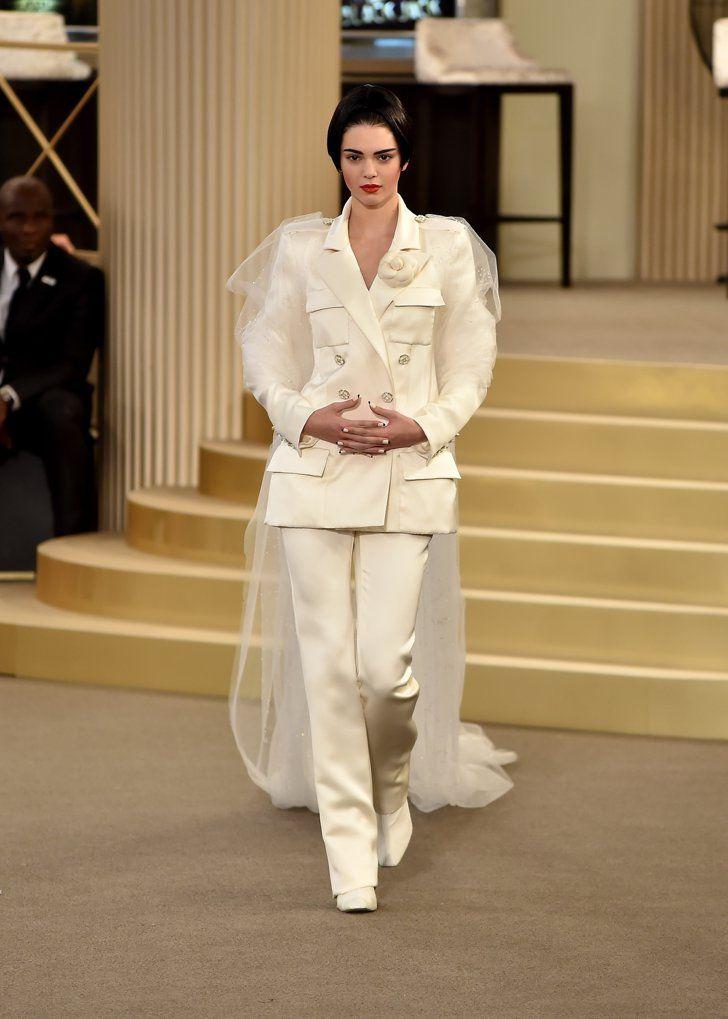 Pin for Later: Die schönsten Brautkleider der Haute Couture Modenschauen Chanel Haute Couture Herbst/Winter 2015
