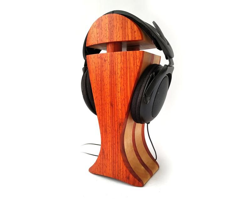 Пин на доске HeadPhones Stand