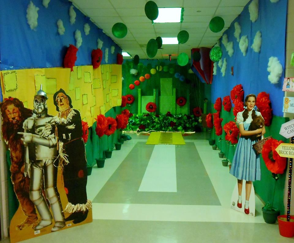 Wizard of oz decorations wizard of oz homecoming hall pinterest decoration homecoming and - Deco hal halloween ...