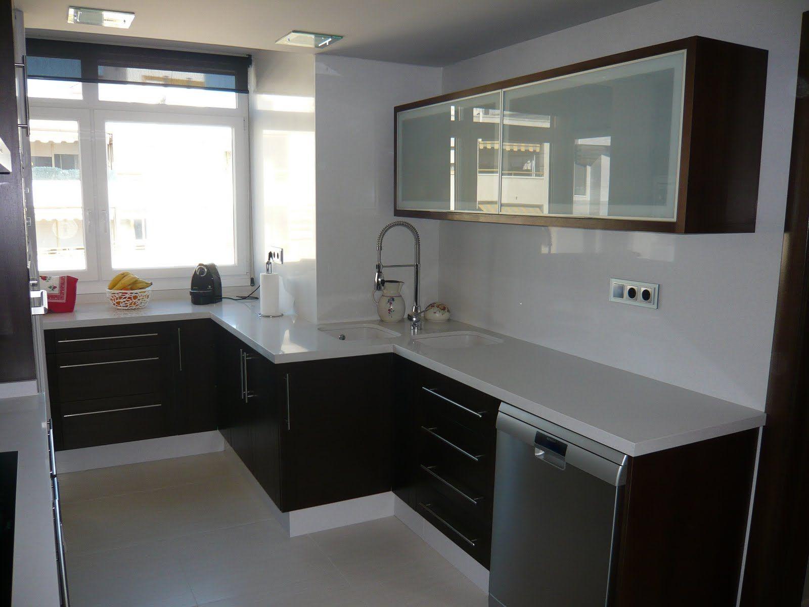 Interiorismo cocinas modernas buscar con google for Muebles de cocina modernos color blanco