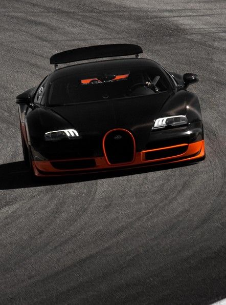 The Bugatti Veyron is the awesomest car i could ever see :)