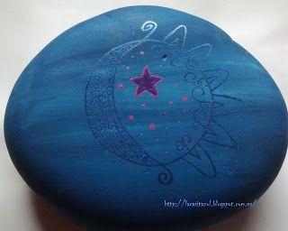 """Galet """"Le bonjour du soleil à la lune"""" by La Casita Azul"""