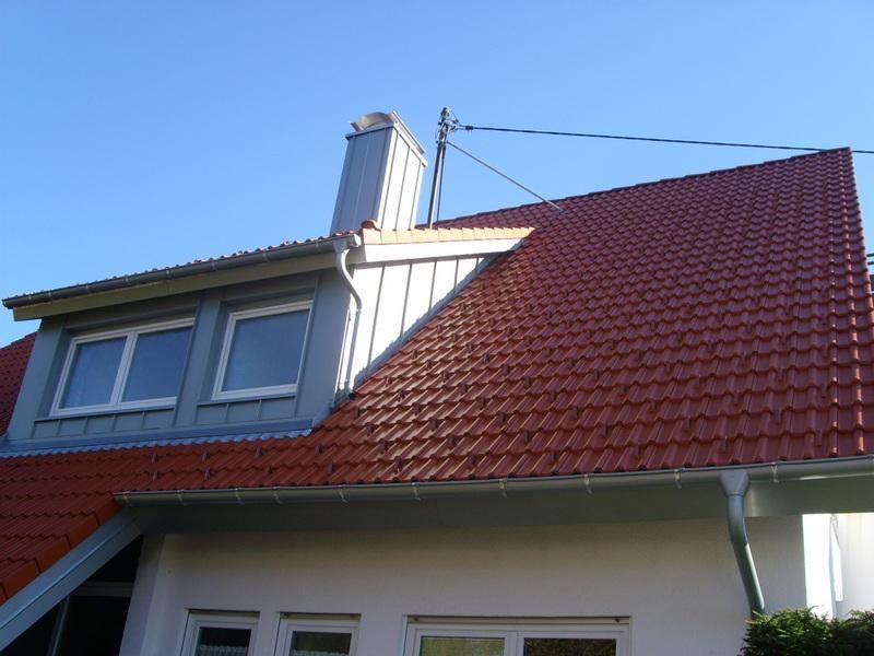 Steildach mit Gaube und Blecharbeit. Ein Werk des Fachbetriebs ...