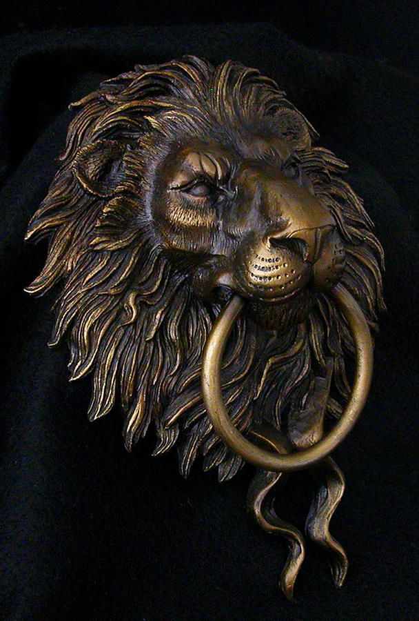 Exceptionnel Lion Head Door Knocker Sculpture