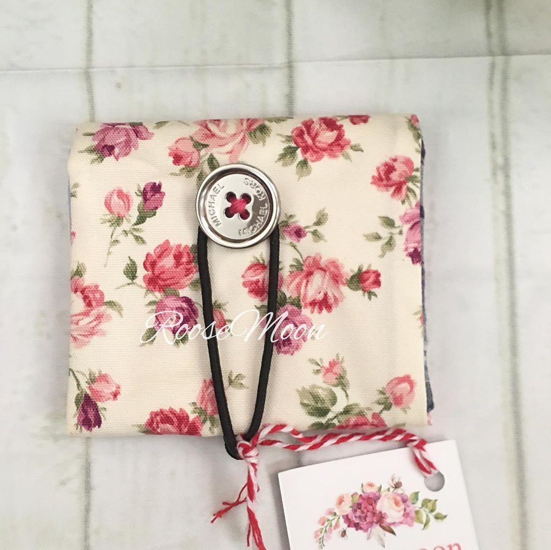 مجموعة من المحافظ المطويه لطلب المنتج يرجى الضغط على الرابط في البايو صنعتي هوايتي Roosemoon خياطة ريفي Handmade فناتك Patchworks Doll Diy Bags Wristlet
