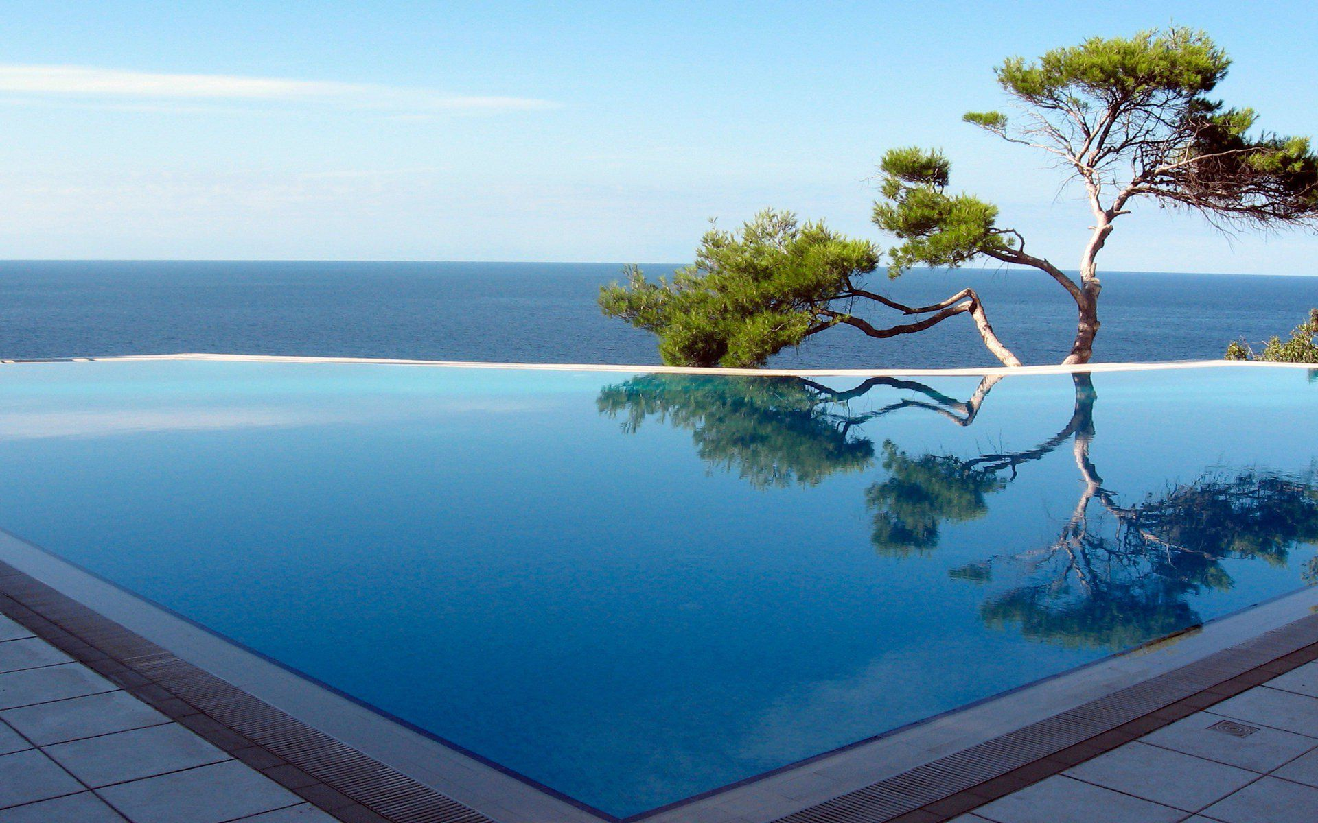 20 infinity pools with the most stunning views pool for Infinity swimming pools pictures