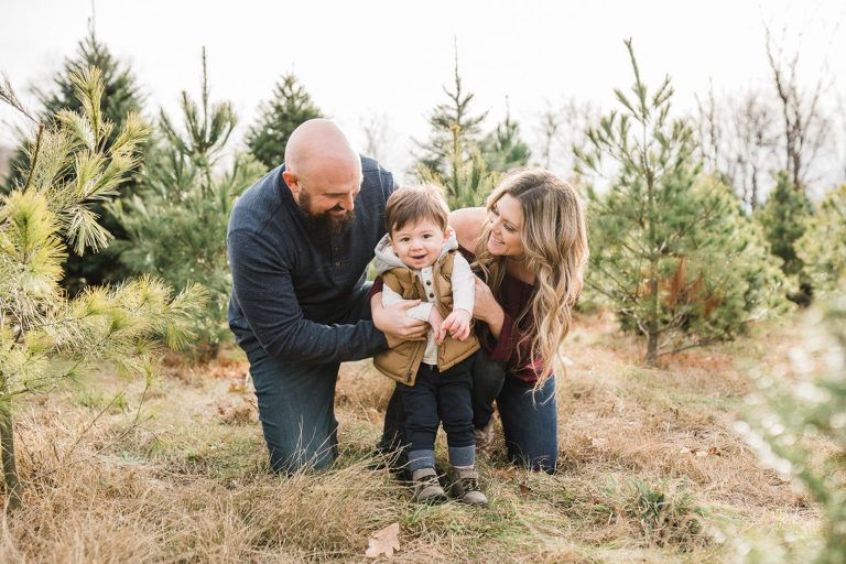 What To Wear For Outdoor Family Photos In 2020 Outdoor Family Photos Family Outdoor Family Photos