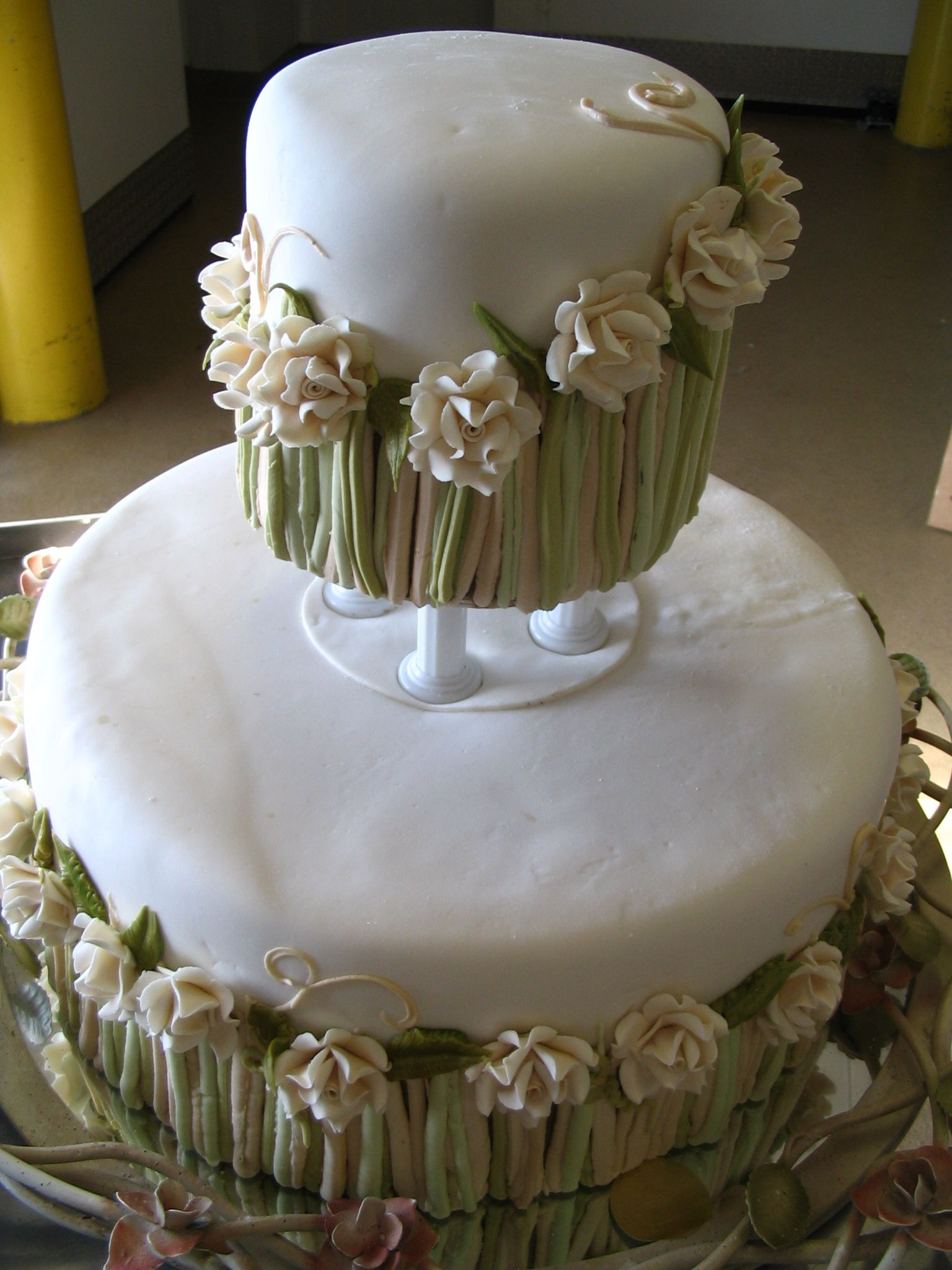 Beautiful wedding cake 11