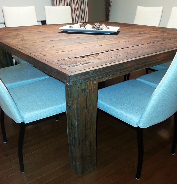 Grande table carr e en bois de grange Grande table carree