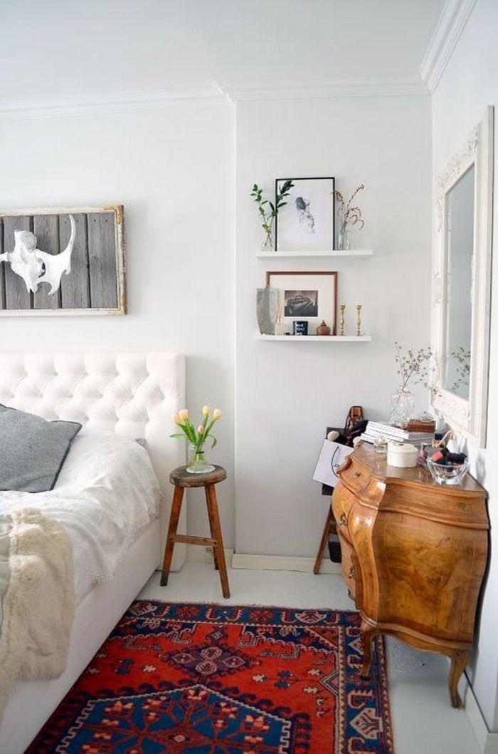 idee deco chambre adulte avec tapis oriental petite taille et meuble vintage en marron clair