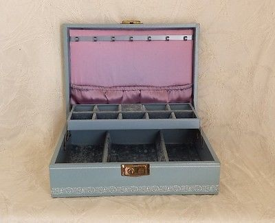 Vintage Mele Jewelry Box Crushed Velvet Satin Lining Necklace Hanger