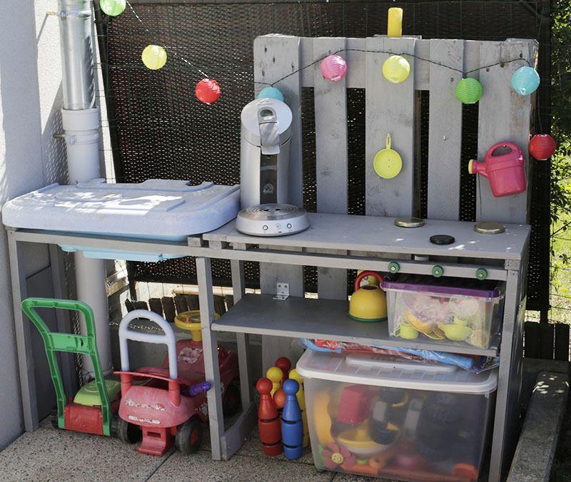 Cuisine d ext rieur pour enfant en palette pour enfants - Cuisine pour enfants lexterieur des idees diy adorables ...
