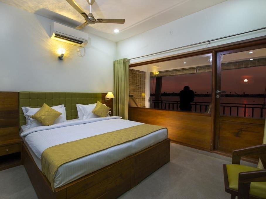 Kadavil Lakeshore Resort Alleppey, India