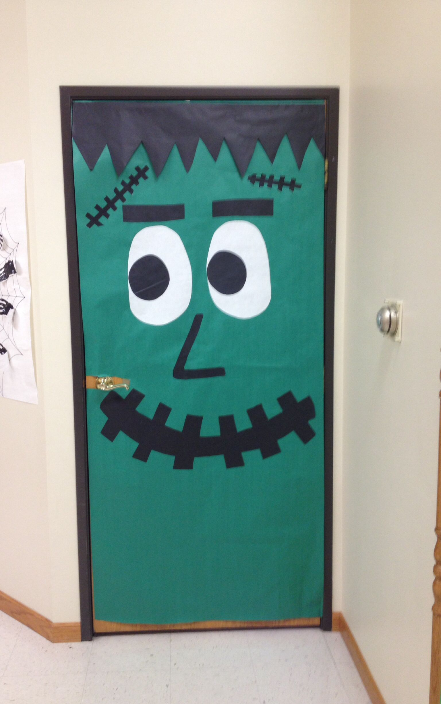Frankenstein door decoration for Halloween Chamas! Pinterest - Halloween Classroom Door Decorations