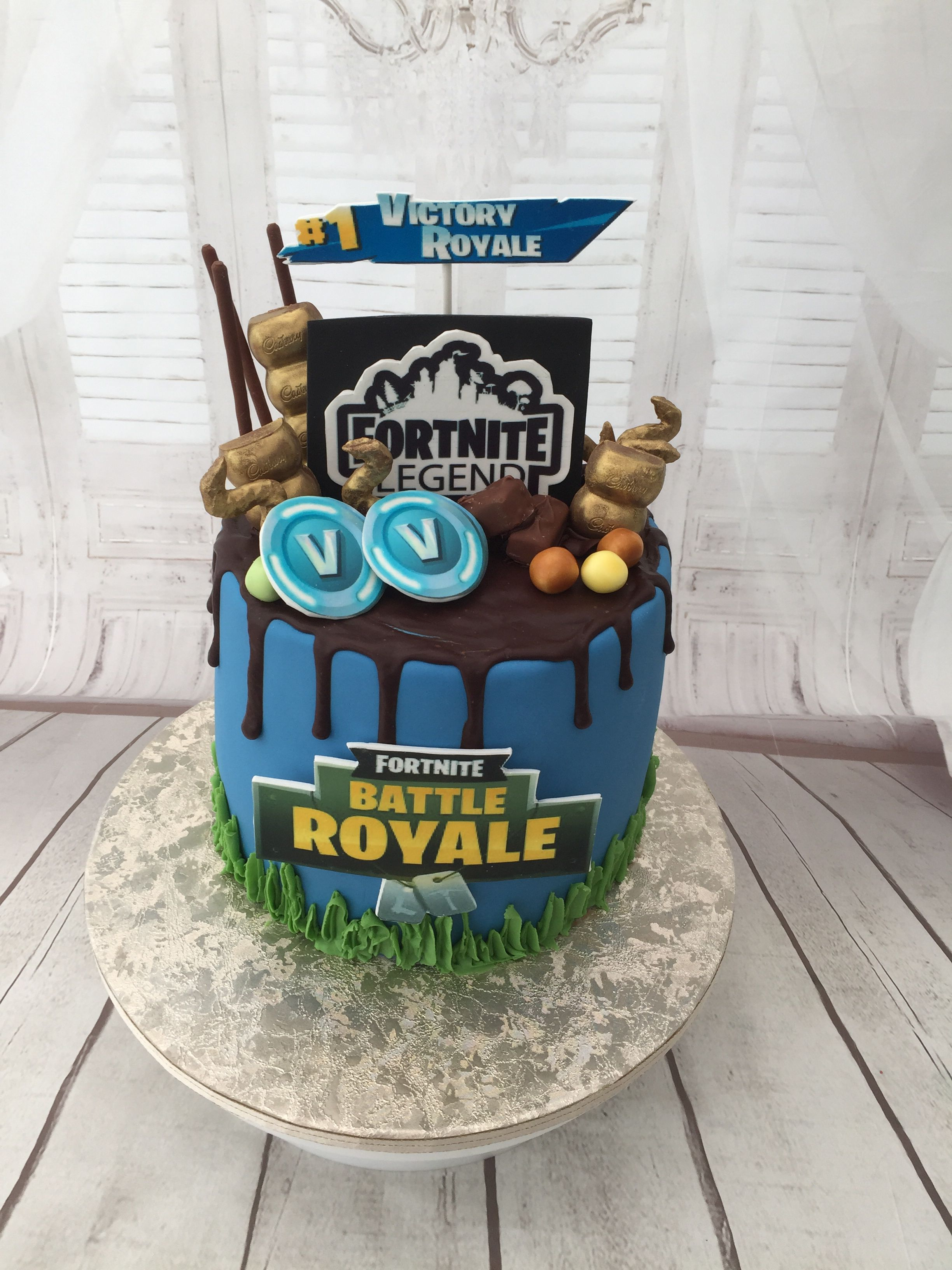 Pin By Deanna Santiago On Fortnite Cake Ideas With Images Drip