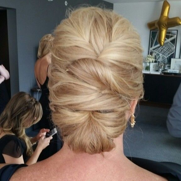Mother Of The Bride Updo Motherofthebrideupdoshairstyles Mom Hairstyles Mother Of The Bride Hair Hair Styles