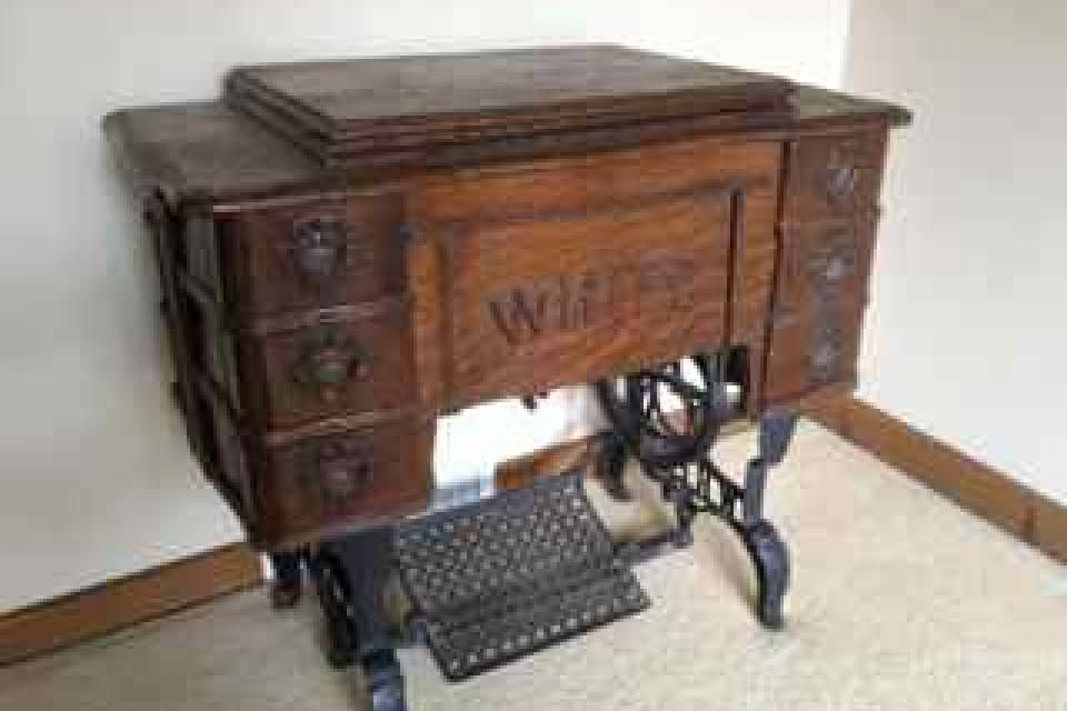 40 40 White Rotary Treadle Sewing Machine Wife Has One That Awesome 1913 White Rotary Sewing Machine