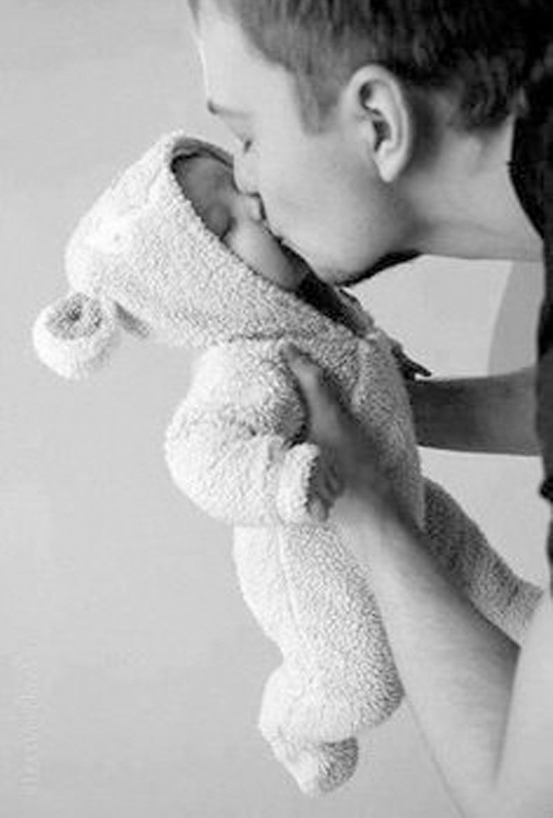 Dad Kissing Baby Bump Baby Photography Little Babies Baby Pictures