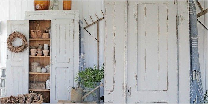 Exemple Comment Relooker Armoire Ancienne, Idée Meuble Repeint En Blanc  Avec Des Outils De Jardin