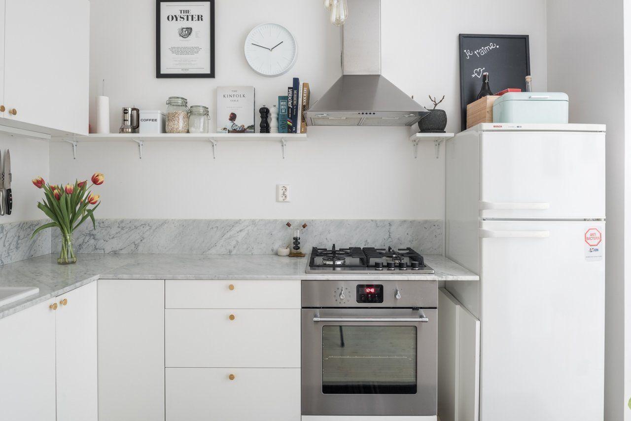 Fint kök med bänkskiva i marmor