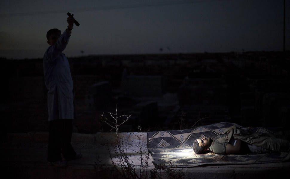 A equipe de fotógrafos Rodrigo Abd, Manu Brabo, Narciso Contreras, Khalil Hamra e Muhammed Muheisen da agência Associated Press venceu na categoria melhor série fotográfica por sua cobertura do conflito armado na Síria, produzindo imagens impressionantes sob perigo extremo