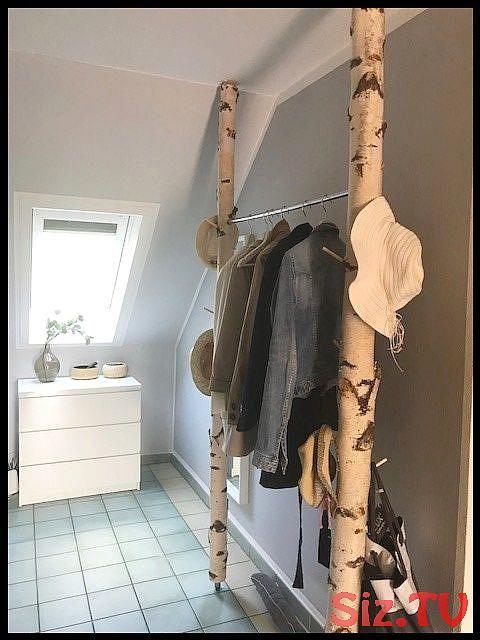 Einfache aber wunderschöne Garderobe aus weißen Birkenstämmen von Birkendoc Einfache aber wunderschöne Garderobe aus weißen Birkenstämmen...
