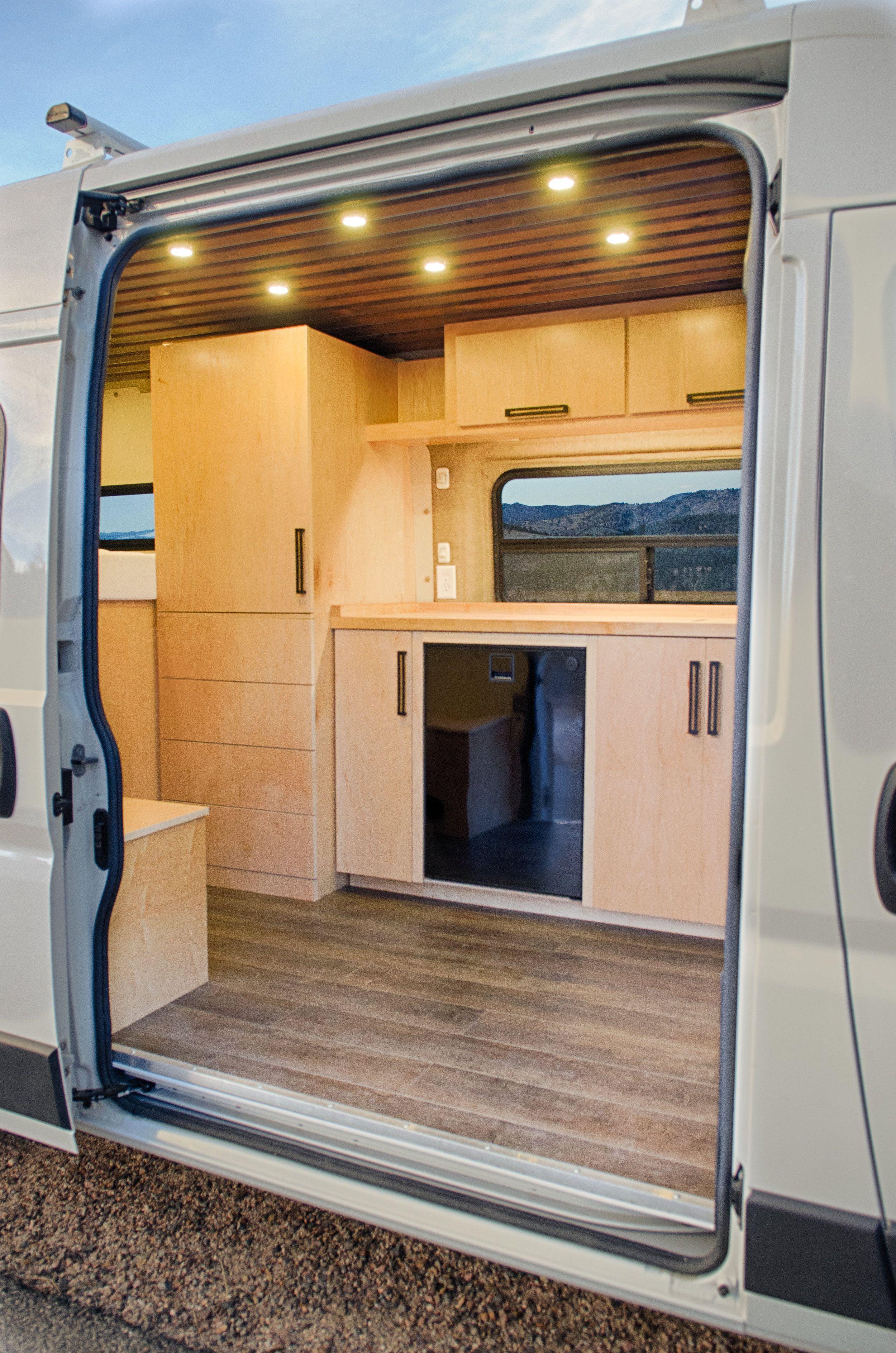 The Stained Slatted Ceiling Maple Cabinetry Pulls Handles And Engineered Wood Floor Were Spec Mit Bildern Kastenwagen In Wohnmobil Umbau Wohnmobil Umbau Wohnmobilumbau