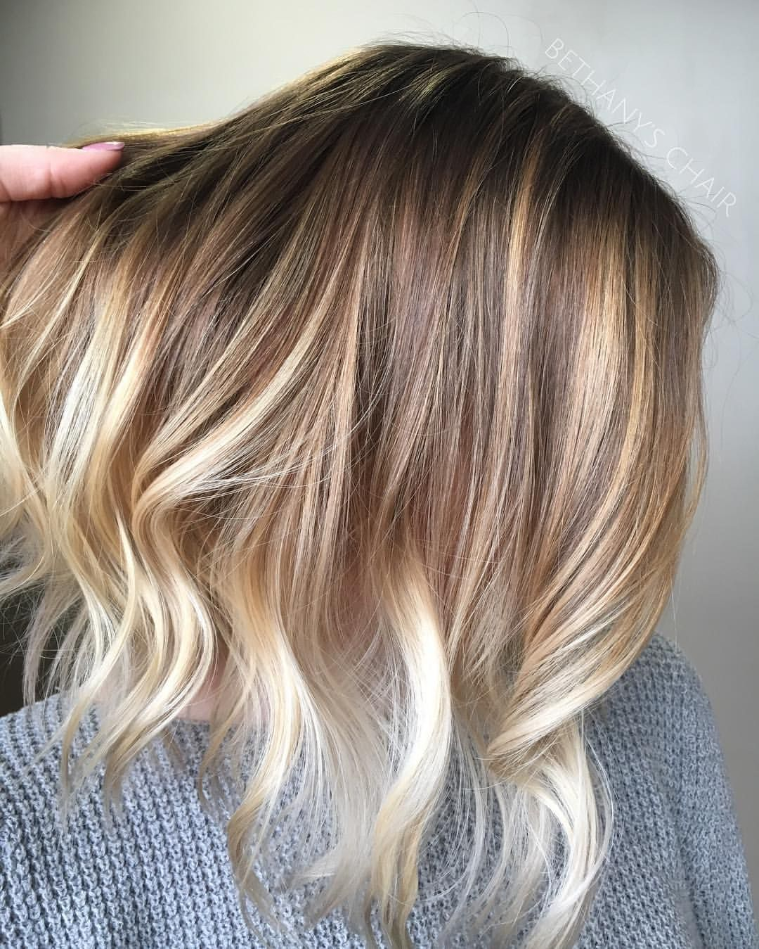 Pretty colors, pretty cut. Blonde balayage lob with natural roots ...