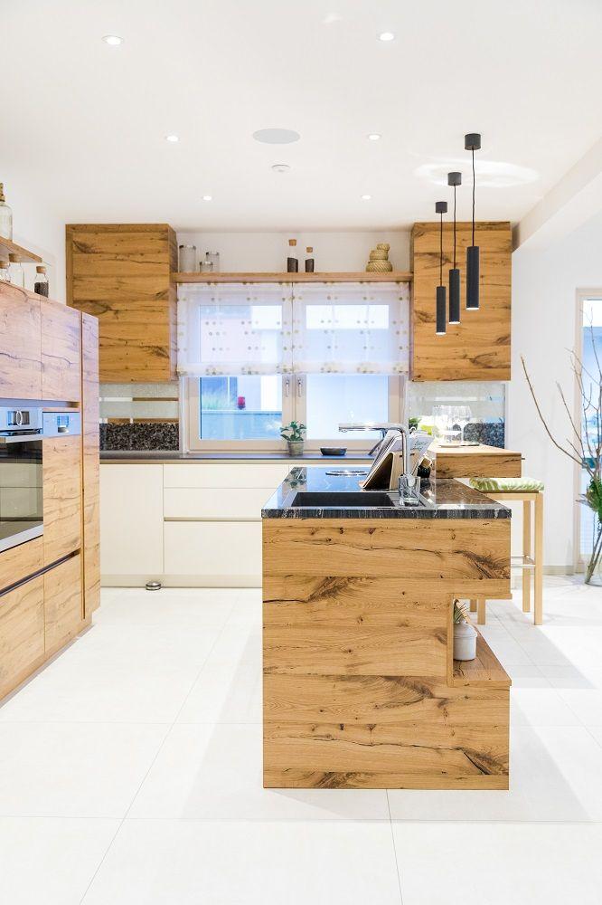 Küche im HARTL HAUS Musterhaus Elegance 136 W #esszimmerlampe