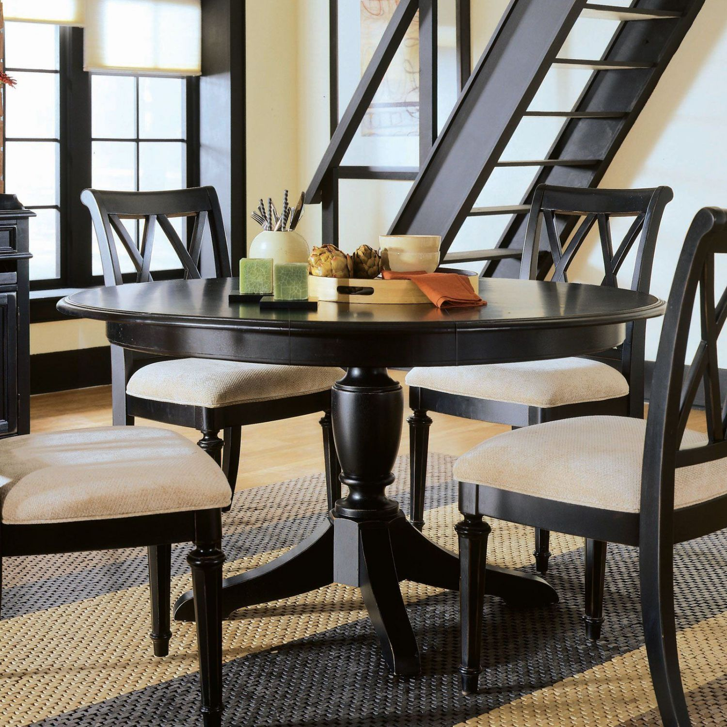 Black And White Kitchen Table  Kitchen Table Decorating Ideas