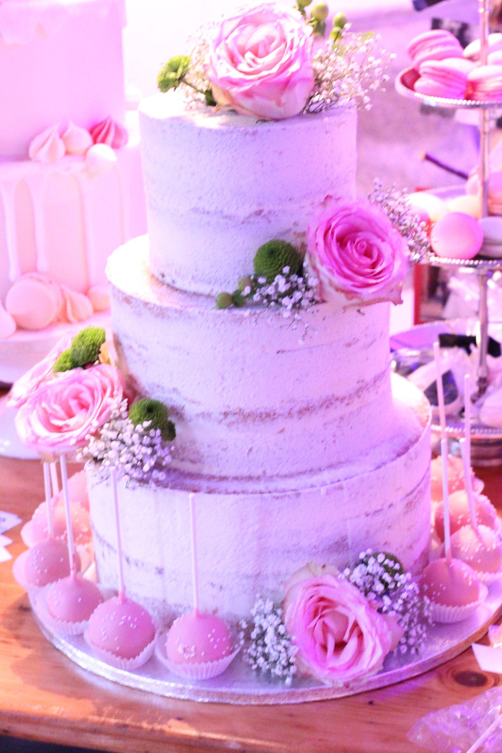 Naked Cake Hochzeitstorte Mit Echten Blumen Und Cakepops Naked Cake