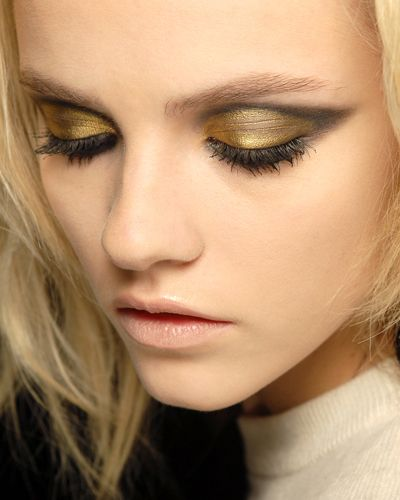 Gold smokey cat eye makeup