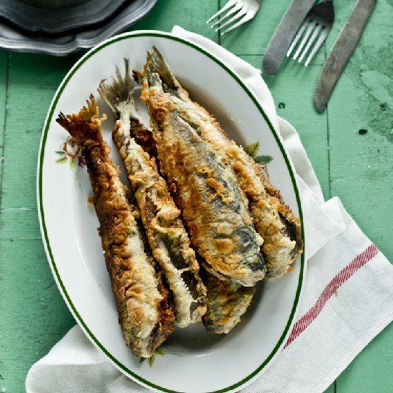 Aromatic, fried herring in crispy breadcrumbs (in Polish)