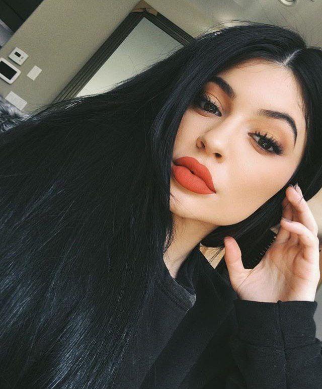 Kylie Jenner Redlips Siyah Sac Modelleri Kylie Siyah Sac