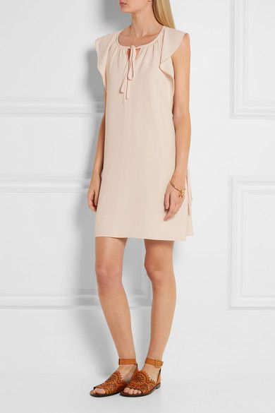 Blush cady Slips on 53% acetate, 47% viscose; lining: 100% silk Dry clean  Made in France