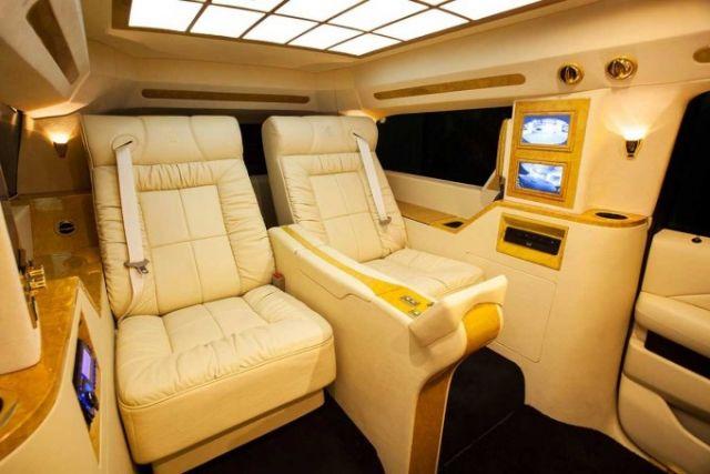 Auto-Interieur der Luxusklasse- 2015 Cadillac Escalade \u201cConcept one