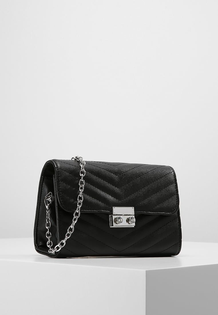 Borsa a tracolla black @ Zalando.it </p>                     </div> 		  <!--bof Product URL --> 										<!--eof Product URL --> 					<!--bof Quantity Discounts table --> 											<!--eof Quantity Discounts table --> 				</div> 				                       			</dd> 						<dt class=