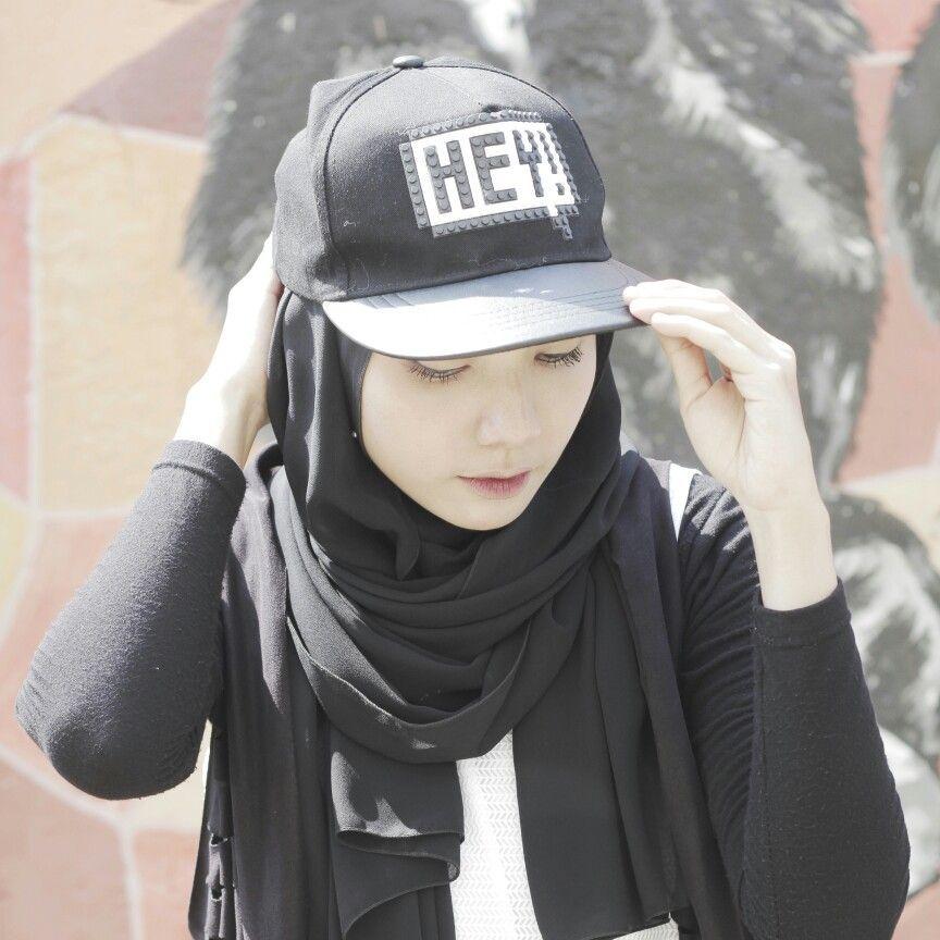 Best Fashion Hijab Untuk Dance Hijab Style For Dance With Snapback Hat Hijab Style Di 2019 Hip Hop Styled Hijabi Fashion Fashion 2020 Gaya Hijab Sport Outfits