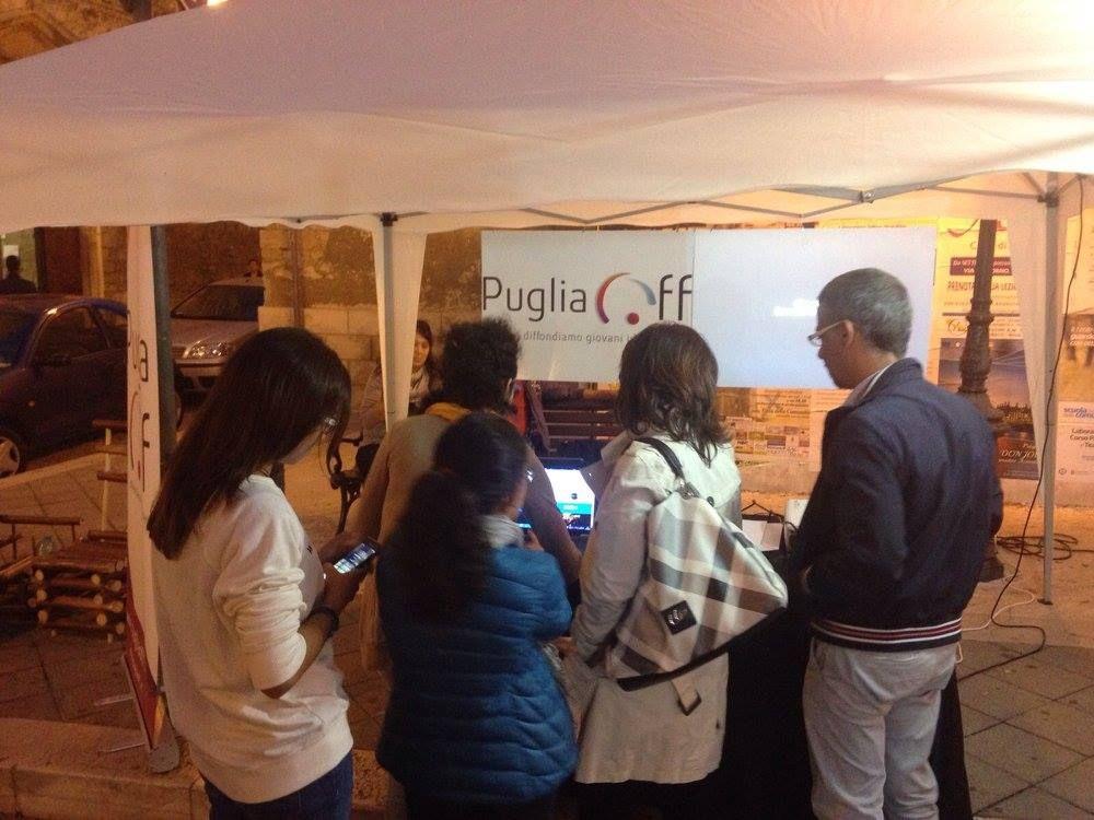 Tanta gente curiosa si avvicina al nostro stand per sbirciare il sito di #PugliaOff e votarci per CheFare. Il #Teatro attira! Vota anche tu il progetto qui --> https://bando.che-fare.com/progetti-approvati/puglia-off/  #Primachetenevai #pugliesinelmondo #chefare #Balab Puglia Startup Pugliesi nel Mondo #Girolio #Corato