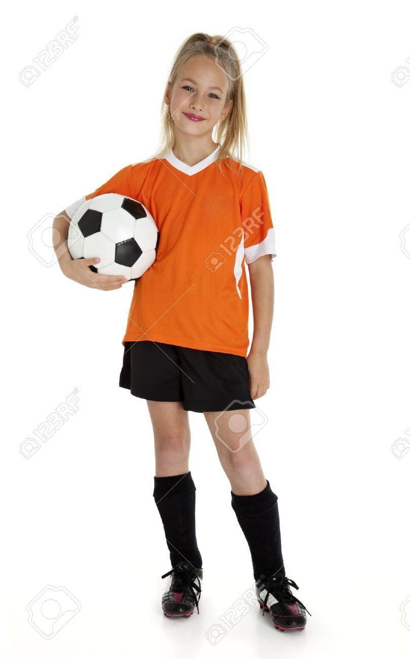 Nueve años niña de la celebración de balón de fútbol ...