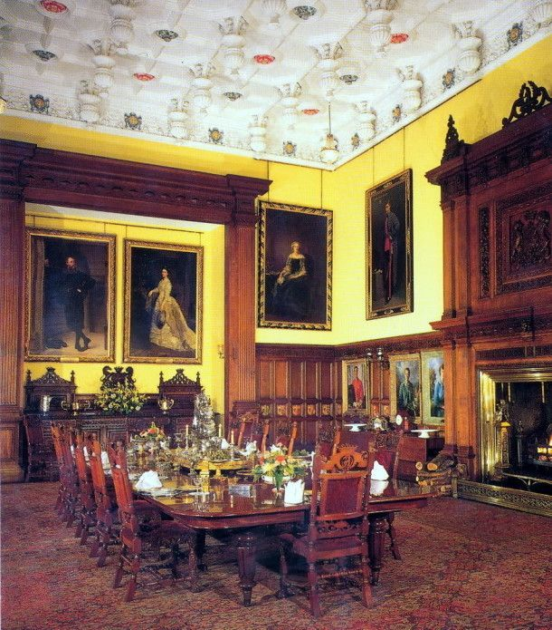 Dining Room at Glamis Castle  Angus  Scotland  the childhood home of Queen  Elizabeth  The Queen Mother. Castillo de Balmoral  Escocia  Comedor   Victoria reina de