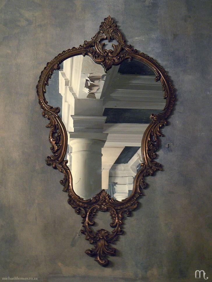 Michael Thomassa Mirror Mirror מראה מראה שעל הקיר