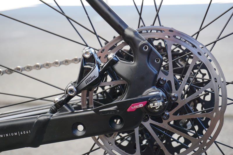 Naild Develops Locking Ultra Quick Thru Axle System For Road