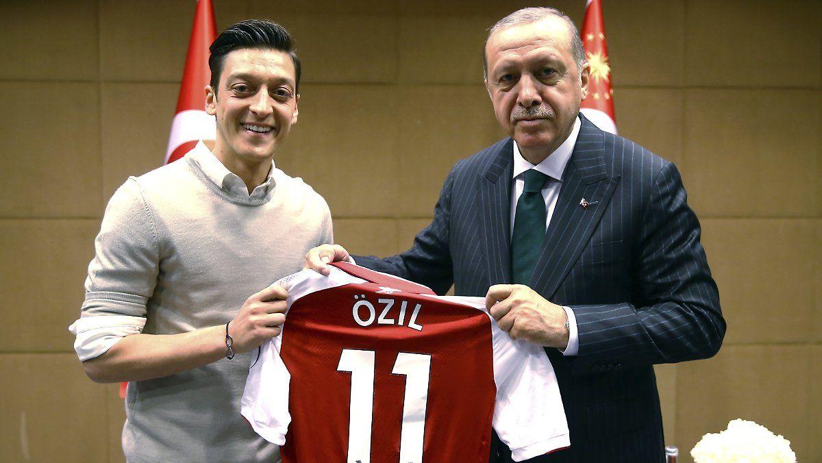 Mesut Ozil Recep Tayyip Erdogan Und Die Fotos Bilderserien