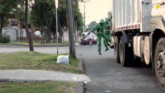 """""""Mira cómo este recolector de basura está transformando el aprendizaje en su barrio 😍"""""""