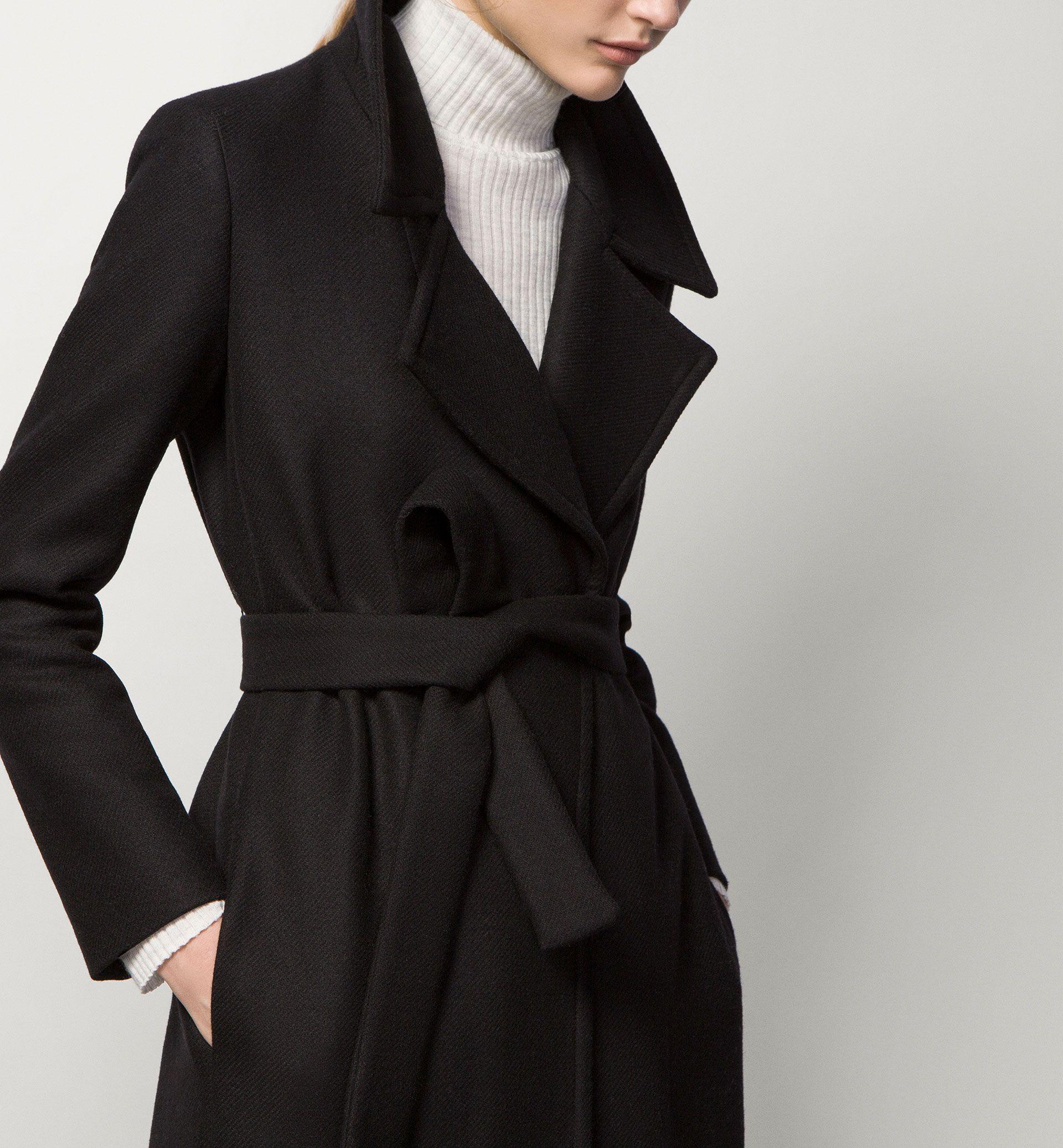 Vestidos todos de negro venian dos caballeros